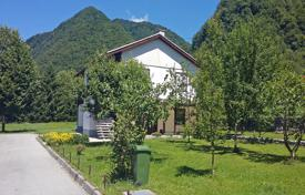 3 bedroom houses for sale in Slovenia. Nice end of street house with a large garden in a quiet position at the end of the small village of Smast just 3 km from Kobarid