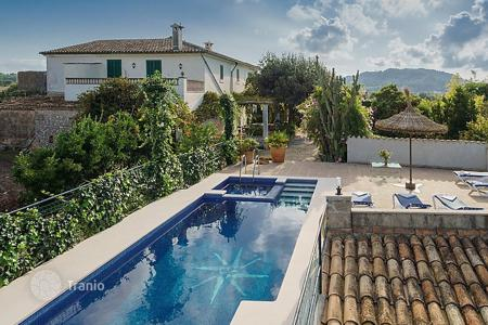 Residential to rent in Alcudia. Detached house – Alcudia, Balearic Islands, Spain