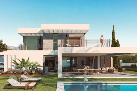 3 bedroom houses for sale in Andalusia. Villa for sale in El Paraiso, Estepona