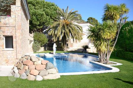 Luxury houses with pools for sale in Cabrils. Detached property in Cabrils
