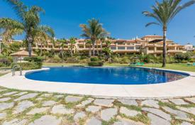 3 bedroom apartments for sale in Puerto Banús. Corner apartment with a private garden in Puerto Banus, Costa del Sol, Spain
