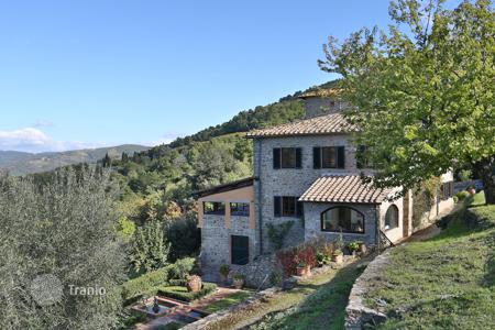 Villas and houses for rent with swimming pools in Italy. Villa – Greve in Chianti, Tuscany, Italy