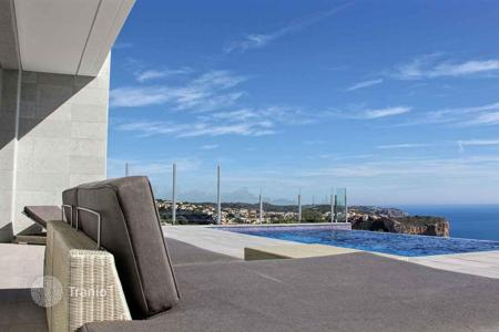 Houses with pools from developers for sale in Southern Europe. OUTSTANDING MODERN VILLAS