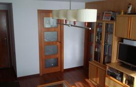 Cheap apartments for sale in Catalonia. Three-bedroom flat in Barcelona
