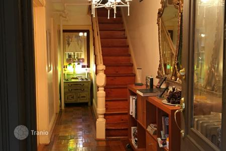 Villas and houses to rent in State of New York. Brownstone Classic potential for 1,2, or 3 family. Your renovation can create the DREAM