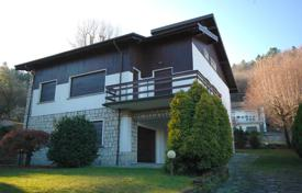 Five-bedroom detached house with garden on the hills above Stresa for 380,000 €