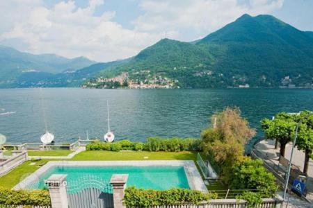 Luxury apartments with pools for sale in Italy. Flat in a period villa on Lake Como