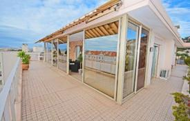 2 bedroom apartments for sale in Côte d'Azur (French Riviera). Apartment with commodious terrace and view at the sea, Cannes, France