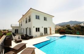 Houses for sale in Kyrenia. Luxury villa in the exclusive village