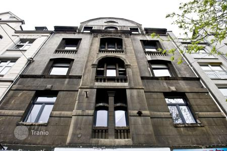 Residential/rentals for sale in Hessen. Historic apartment house in the heart of Frankfurt with a 2,9% yield