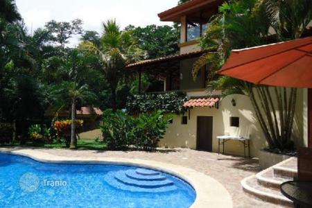 5 bedroom houses for sale in Costa Rica. Escazu family estate with pool