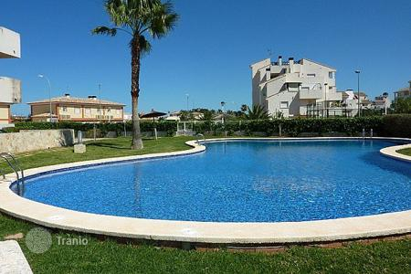 Apartments for sale in El Verger. Ground Floor Apartment of 2 bedrooms just 300 metres to the beach in complex with pool, playground and sport courts in El Verger