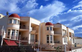 Townhouses for sale in Chayofa. Spacious townhouse overlooking the sea and mountains, Tenerife, Spain