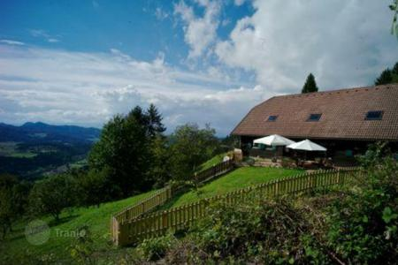 Property for sale in Carinthia. Romantic spacious home with mountain views in Magdalensberg, Austria