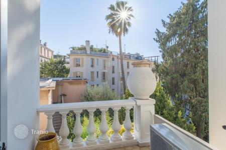 3 bedroom houses by the sea for sale in Provence - Alpes - Cote d'Azur. Lower Cimiez, a charming 140 m² town house with nice terraces