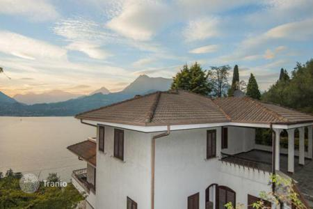 Residential for sale in Lecco. Comfortable villa with terrace, garden and stunning views of Lake, Perledo, Italy