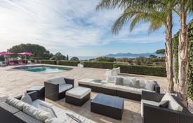 Coastal villas and houses for rent in Côte d'Azur (French Riviera). Cannes — Croix-des-Gardes — Villa with sea view