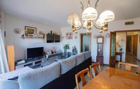 Coastal property for sale in Barcelona. Five-bedroom flat with balcony