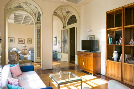 Luxury 5 bedroom apartments for sale in Italy. Apartment – Siena, Tuscany, Italy