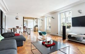 Luxury 5 bedroom apartments for sale in France. Spacious apartment overlooking the courtyard, in a historic 19th-century building, 9th district, Paris
