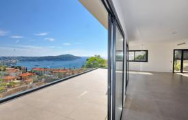 Luxury residential for sale in Villefranche-sur-Mer. Walking distance to the beach!