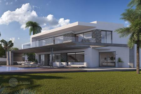 4 bedroom houses by the sea for sale in Valencia. 4 bedrooms luxury-style villa with private pool, sauna, gym, heated pool indoor, 800 m² garden and home cinema room in Moraira