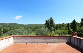 Cheap property for sale in Umbria. Independent portion of farmhouse for sale Umbria