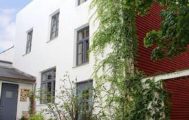 Luxury residential for sale in Munich. Bright house with a garden and a rooftop terrace, near the river, Munich, Bavaria, Germany