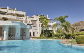 Apartments with pools for sale in Costa del Sol. Elegant Ground Floor Apartment, Lomas de La Quinta, Benahavis