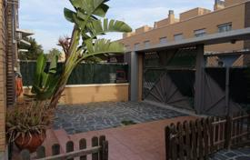 Townhouses for sale in Costa Dorada. Spacious townhouse with a terrace and a parking, Cambrils, Spain