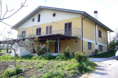 5 bedroom houses for sale in Abruzzo. NEW-BUILD, SPACIOUS DETACHED SPLIT LEVEL HOUSE near ALANNO, Pescara Province for sale
