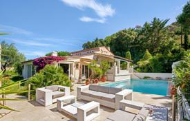 4 bedroom houses for sale in Cannes. Beautiful renovated villa with a pool and a sea view, Cannes, France