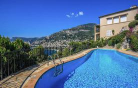 Luxury houses with pools for sale in Roquebrune - Cap Martin. Beautiful villa with panoramic sea views in Cap-Martin