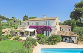 Luxury 6 bedroom houses for sale in Côte d'Azur (French Riviera). Super Cannes — Overlooking the sea