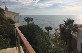 4 bedroom houses for sale in El Campello. 4 bedroom modern-style villa with huge terrace boasting sea views and direct access to the sea, private pool and mature gardens in Campello