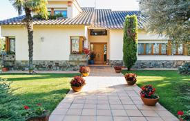 Property for sale in Cardedeu. Spacious villa with a large plot of land, a garden and a terrace, Cardedeu, Spain
