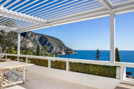 Luxury houses for sale in Èze. Villa with magnificent views of the sea and Cap Estel Cap Roux
