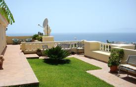 Houses with pools for sale in Tenerife. Respectable furnished villa with panoramic sea views in Adeje, Tenerefie
