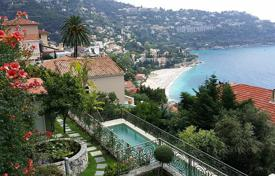 Villas and houses for rent with swimming pools in Roquebrune — Cap Martin. Three-level luxury villa with a pool and a panoramic sea view, Roqebrune — Cap-Martin, France