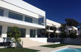Villa in a new complex near the beach, Marbella, Andalusia, Spain for 2,100,000 €