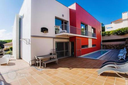 5 bedroom houses for sale in Cascais. Designer villa with pool near the center of Cascais, Portugal