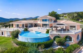 Luxury property for sale in Roquebrune-sur-Argens. Luxury villa overlooking the sea with a swimming pool, a private garden, a spa complex and a garage, Les Issambres, France