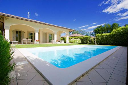 2 bedroom houses for sale in Manerba del Garda. Villa with garden and swimming pool, in Manerba del Garda, Italy