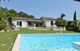 Detached house – Antibes, Côte d'Azur (French Riviera), France. Price on request