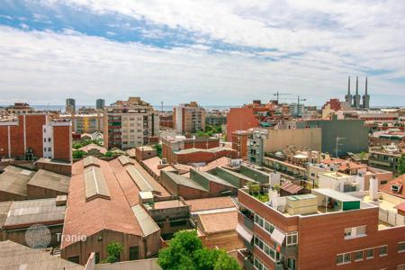 Cheap 3 bedroom apartments for sale in Barcelona. For sale 3-bedrooms penthouse in Badalona with a lovely balcony and SEA VIEWS