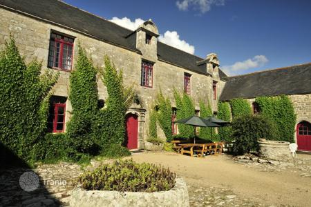 Property to rent in Brittany. Breton Manor Estate
