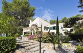 Houses for sale in Pollença. Villa with a pool and mountain views in Pollensa, Mallorca
