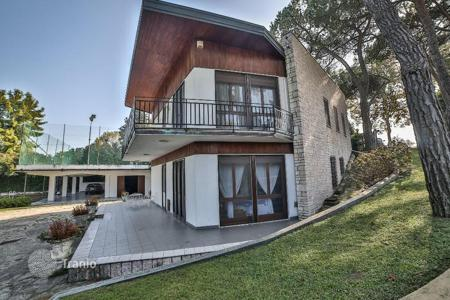 Luxury residential for sale in Peschiera del Garda. Villa with boat dock and access to the lake
