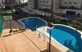 Coastal property for sale in Valencia. Apartment with a terrace and a garage, in a residential complex with a pool, 450 meters from the sea, La Cala, Benidorm