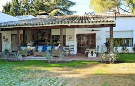 Property for sale in Madrid. Villa with a pool, a garden and a terrace, Pozuelo de Alarcon, Spain